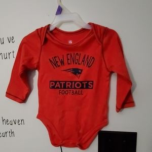Sz.12 months snap tee New England Pat's. Red new